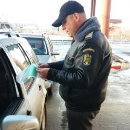 """Descoperire la frontiera Borș: Un tadjic şi un ucrainean se """"dădeau"""" cu o Toyota RAV 4 dispărută din Italia"""