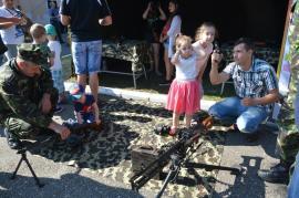 În vizită la transmisioniştii militari: Bihorenii au putut vedea dotările Centrului 54 Comunicaţii Oradea (FOTO/VIDEO)