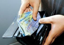 Un bărbat din Bihor a luat 4.700 de lei dintr-un portofel pe care l-a găsit într-o benzinărie. S-a ales cu dosar penal