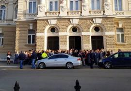 Activitatea parchetelor şi instanţelor din Bihor, blocată de un protest al grefierilor (FOTO / VIDEO)