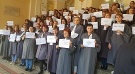 Dezbaterile în instanţele din Oradea au fost suspendate: Toţi grefierii au ieșit la protest! (FOTO)