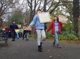 Majorat în stradă. Peste 200 de tineri orădeni au mărşăluit în apărarea pădurilor României (FOTO / VIDEO)