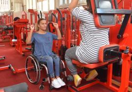 Ralu cea puternică: O bihoreancă imobilizată în scaun cu rotile este instructor de fitness şi culturism (FOTO)