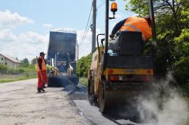 Se poate! Distrigaz repară drumul de Podgoria, spart pentru racordarea la gaz a localnicilor (FOTO / VIDEO)