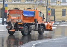 Ninsoare în Oradea: 12 utilaje RER au ieşit să împrăştie material antiderapant pe arterele principale