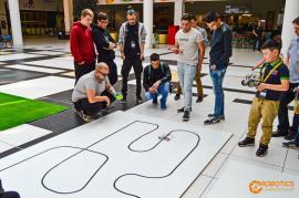 Robotics Championship: Tineri din România, precum şi din Tunisia şi Coreea de Sud se vor întrece cu roboţii lor la Oradea (VIDEO)