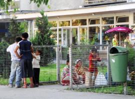 Ne enervează: Mizeria şi prostituţia din zona gării CFR