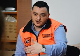 Pile la concurs: PSD-istul Liviu Sabău Popa, candidat 'cu cântec' pentru un nou mandat la şefia Ambulanţei