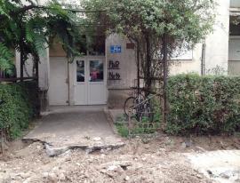 Dorel, atac la cazma! Muncitorii RCS&RDS au blocat cu şanţ un bloc din strada Apateului