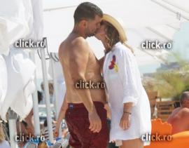 Simona Halep, fotografiată la plajă cu iubitul. Vezi cine este! (FOTO)