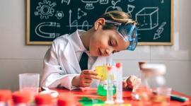 Noaptea Cercetătorilor e online: Curioşii pot vedea experimente făcute în mai multe universităţi, inclusiv cea din Oradea