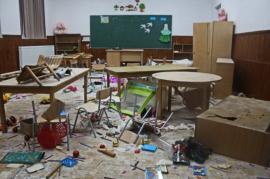 Vandali la 10 ani: O școală primară a fost distrusă de trei copii, enervați de o jucărie (FOTO / VIDEO)