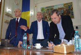Premieră în Oradea. Jumătate dintre consilierii locali şi-au donat indemnizaţia pentru tinerii cu sindrom Down (FOTO)