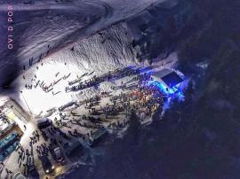 Mii de turişti la Sărbătorile Zăpezii de la Vârtop. IMAGINI SPECTACULOASE