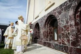 Patriarhul Daniel la Oradea: 'Noua catedrală devine poartă a cerului'. Preafericitul a făcut, discret, apel la donaţii(FOTO / VIDEO)