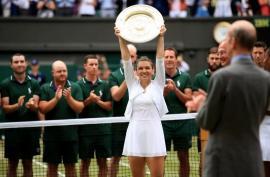 Victorie istorică: Simona Halep a învins-o pe Serena Williams şi a câştigat trofeul Wimbledon! (FOTO / VIDEO)