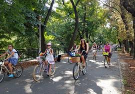 SkirtBike 2018: Orădencele au pedalat prin oraş, îmbrăcate în fuste şi ii (FOTO/VIDEO)