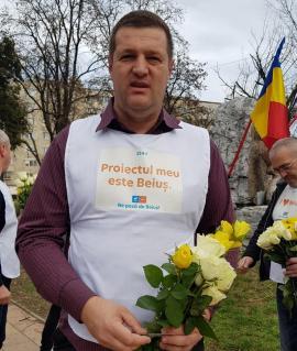 La oale cu PLUS Beiuş: Candidatul Sorin Briscan și-a ridicat de 8 Martie femeile în cap