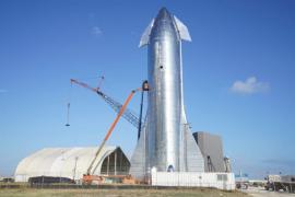 Privire în viitor: Elon Musk a prezentat nava care va duce călători pe Lună şi pe Marte (VIDEO)
