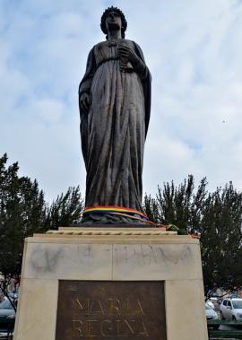Statuia Reginei Maria, vandalizată cu o inscripţie trivială şi iredentistă