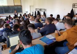 Ministrul Tineretului le promite studenților din Oradea o casă de cultură