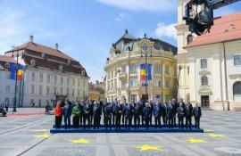 Declarația de la Sibiu:  Şefii de stat și de guvern din UE şi-au asumat 10 angajamente pentru viitorul Europei. Românii i-au întâmpinat cu căldură