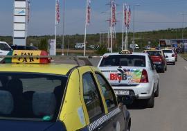 Taximetriştii vin şi pleacă