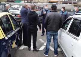 Escrocherii de pandemie: Patru taximetrişti din Oradea au fost păcăliţi să alimenteze carduri ori să reîncarce cartele telefonice