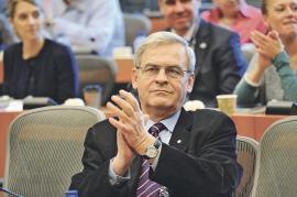 Îndoit sufleteşte: László Tőkés nu a ştiut cum să voteze rezoluția Parlamentului European privind România