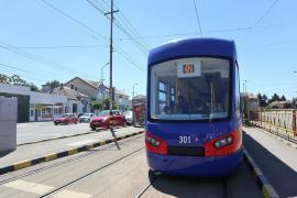 OTL: un şofer a avariat uşa unui tramvai Astra Imperio și a plecat mai departe