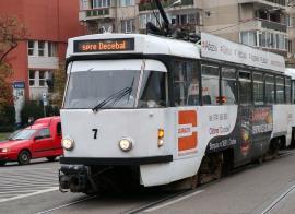Incident într-o staţie OTL din Oradea: Un bărbat beat a vrut să urce în tramvai, după ce s-au închis uşile