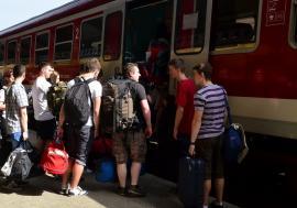 Atenţie la bagaje în tren! Doi hoţi au furat rucsacul unui călător în staţia Vadu Crişului