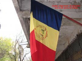 Ziua Naţională 'la mişto': Oficiul Poştal de pe Bulevardul Dacia a arborat tricolorul cu stema comunistă! (FOTO)