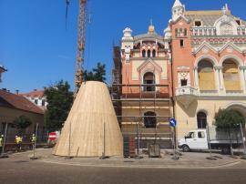Refăcută după incendiu: Turla Palatului Episcopal Greco-Catolic a ajuns în Piața Unirii și va fi amplasată săptămâna viitoare (FOTO)