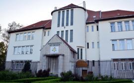 Universitatea din Oradea are Cartă nouă: Senatul va fi mai mic, universitarii condamnaţi pentru corupţie vor fi concediaţi, iar şefii nu vor putea fi şi senatori