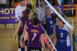 Volei feminin: CSU Oradea a câştigat clar derby-ul cu FC Argeş Piteşti