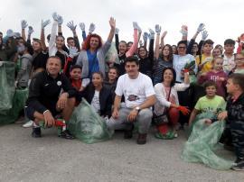 Ziua curăţeniei: Peste 18.000 de voluntari bihoreni au curăţat gunoaiele aruncate prin judeţ (FOTO)