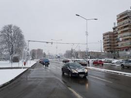 Tot mai multă zăpadă în Oradea. Utilajele RER curăţă arterele principale ale municipiului (FOTO)