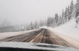 Ninsoare în mijlocul verii! În munţii din judeţul Maramureş a căzut prima zăpadă