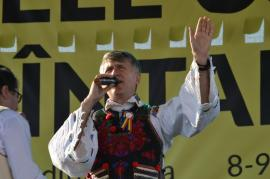 """""""Cine-i supărat pe mine""""... Solistul Cristian Pomohaci, aplaudat la Zilele comunei Sântandrei (FOTO / VIDEO)"""