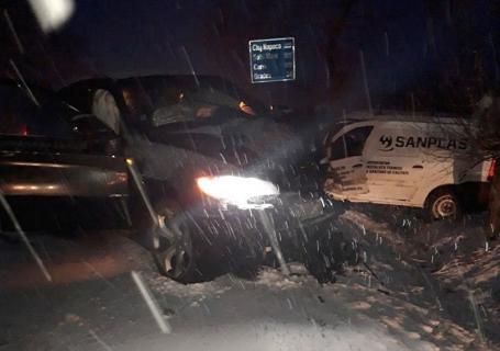 Accident mortal pe DN 79, la ieșirea din Salonta: Un BMW s-a izbit frontal cu o autoutilitară Dacia (FOTO)