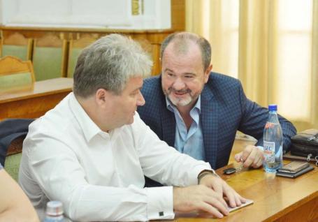 Se caută rector! La Universitatea din Oradea vin alegerile pentru structurile de conducere. Vezi cine e în cărţi!