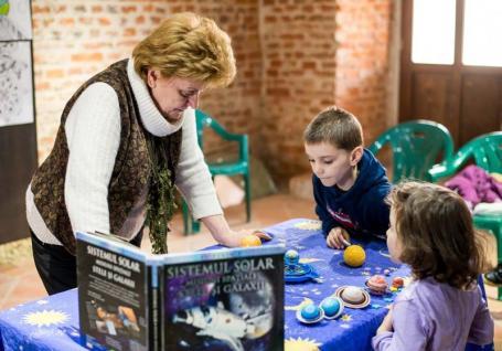 Profesoara... universală: Preşedinta astroclubului Meridian Zero, Nicoleta Pazmany, îi învaţă pe orădeni să 'citească' cerul