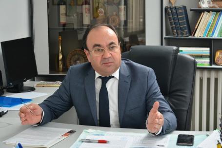 """Şeful Direcţiei Agricole Bihor: """"Ministrul mă hărţuieşte!"""". Pentru a-şi ascunde un Ordin care a stârnit revolta agricultorilor, Petre Daea vrea să-l concedieze pe Hodişan"""