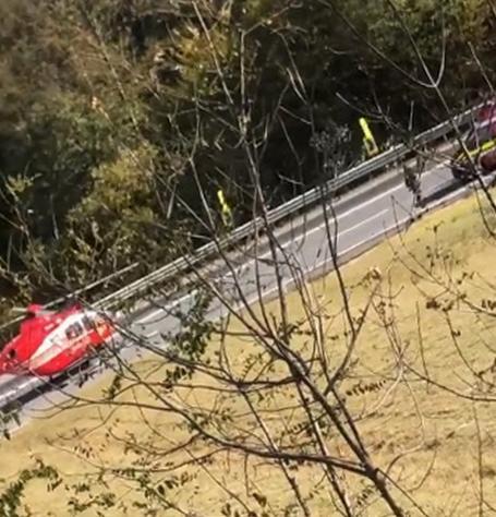Trafic blocat pe DN 1, în Bihor: Accident între o motocicletă şi un autoturism, a fost solicitat elicopterul SMURD (VIDEO)