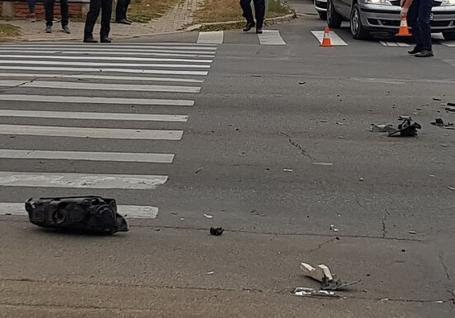 Accident în centrul Oradiei: Un taximetrist a izbit cu maşina un adolescent pe trecerea de pietoni