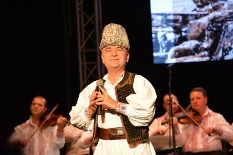 Învârtita! Tribunalul Bihor a suspendat hotărârea de desfiinţare a Ansamblului Crişana