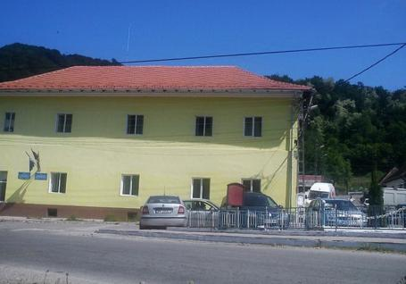 Angajaţii şi locatarii centrului pentru vârstnici din Băiţa, puşi în carantină pentru 14 zile. Clădirea va fi păzită non-stop de poliţişti şi jandarmi