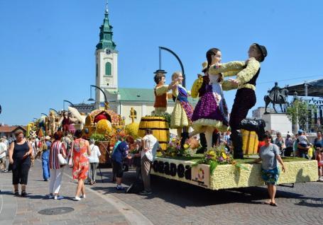 Scandal la Carnavalul Florilor: UDMR acuză Primăria de sabotaj, municipalitatea îi răspunde că minte!