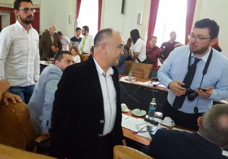 Șoc şi prostie! Bugetul județului a trecut, liberalul Cornel Borza a votat... cu PSD-ul! (FOTO / VIDEO)